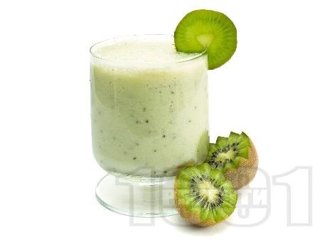 Шейк / смути с киви и кисело мляко - снимка на рецептата